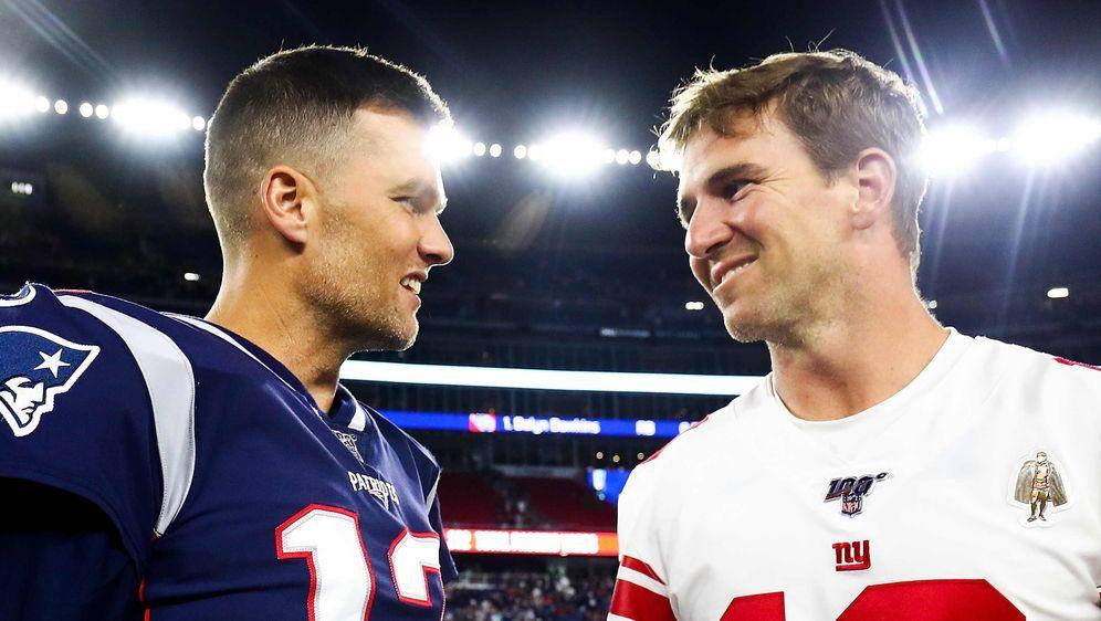 Zwei NFL-Legenden: Tom Brady (l.) und Eli Manning (r.). - Bildquelle: getty
