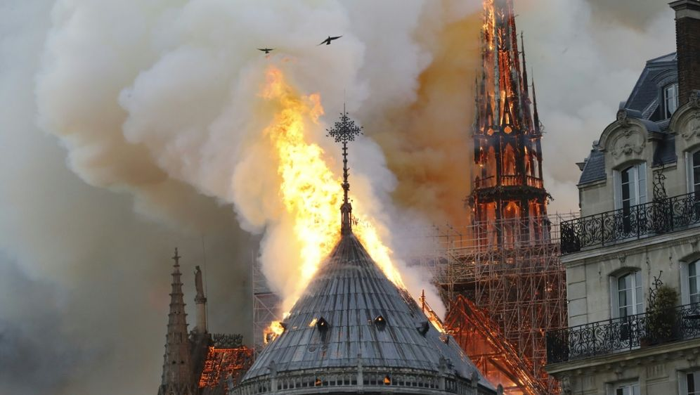 Der Fußball will beim Wiederaufbau der Notre-Dame helfen - Bildquelle: AFPSIDFRANCOIS GUILLOT