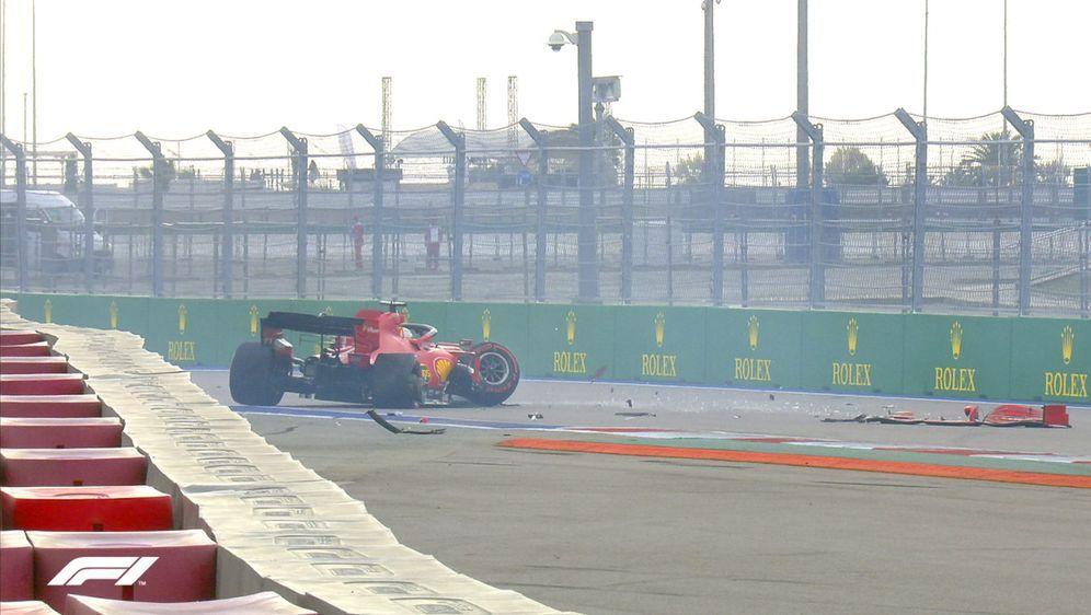 Sebastian Vettel hatte in Sotschi einen heftigen Einschlag in die Bande. - Bildquelle: Twitter@F1