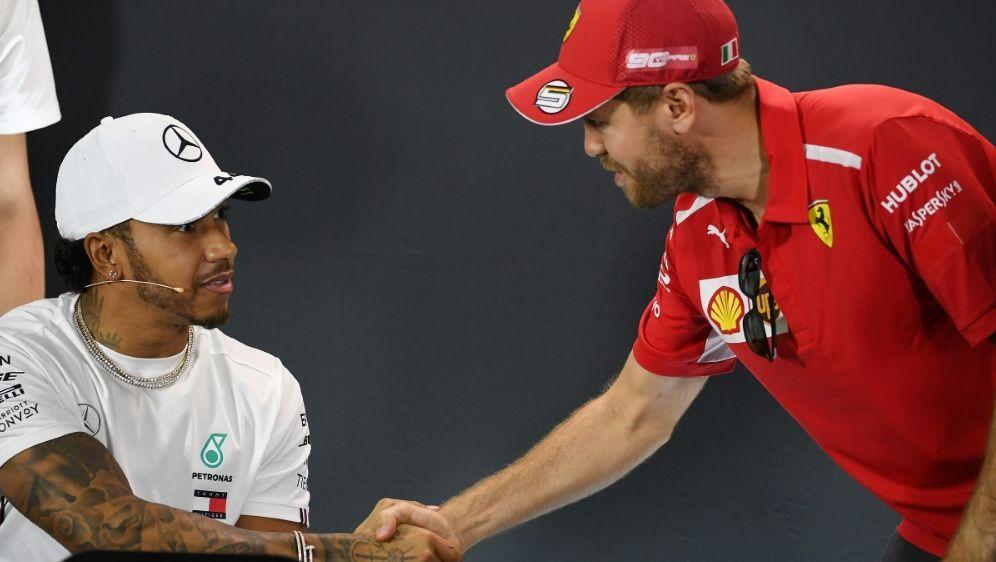 Hamilton (l.) weiterhin vor Vettel - Bildquelle: AFPSIDWilliam WEST
