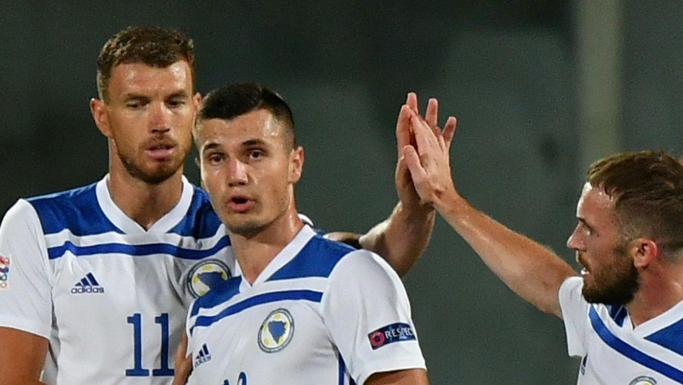 Punktgewinn gegen Italien: Dzeko (l.) und Bosnien-Herzegowina - Bildquelle: AFPSIDIsabella BONOTTO