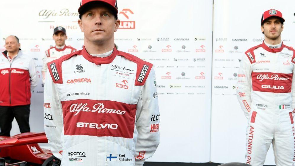 Weiter für Alfa Romeo: Räikkönen und Giovinazzi (r.) - Bildquelle: AFPSIDLLUIS GENE