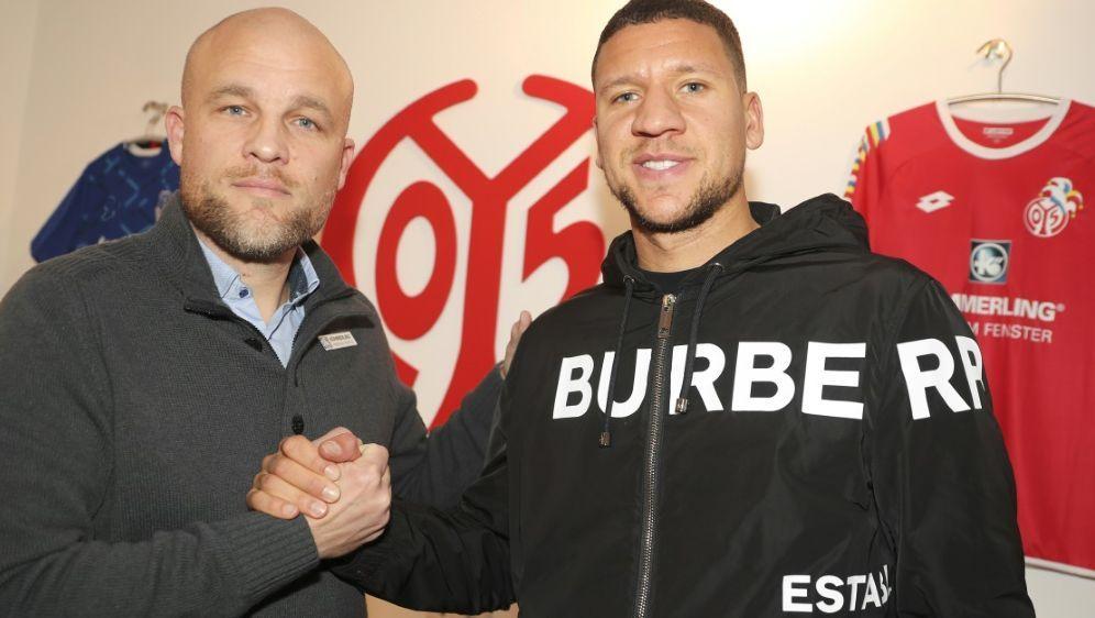 Rouven Schröder begrüßt Abwehrspieler Jeffrey Bruma - Bildquelle: Mainz 05rscpMainz 05rscpMainz 05rscp