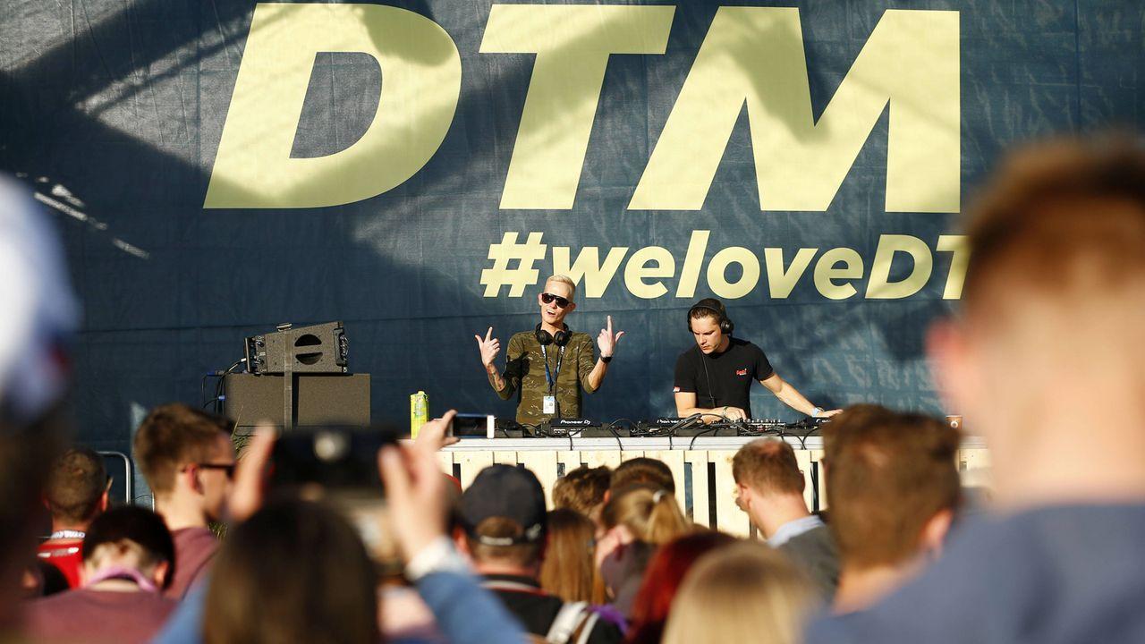Ein Top-DJ bei jeder Veranstaltung - Bildquelle: imago/HochZwei