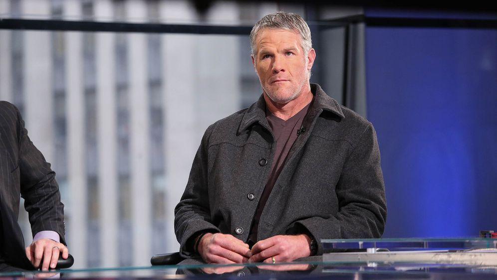 Brett Favre muss tief in die Tasche greifen und eine hohe Summe an den Bunde... - Bildquelle: Getty Images