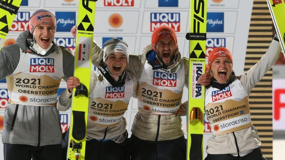 Karl Geiger und Co. gewinnen Gold im Mixed-Wettbewerb - Bildquelle: AFPSIDCHRISTOF STACHE