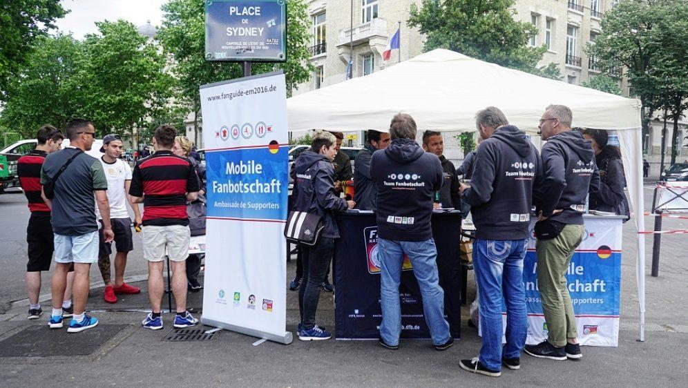 Die KOS ist bei der EM mit mobiler Fanbotschaft vor Ort - Bildquelle: KOSKOSKOS