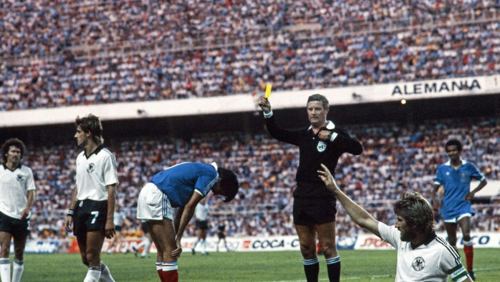 Schiedsrichter des WM-Halbfinales 1982: Charles Corver - Bildquelle: AFPSIDSTAFF