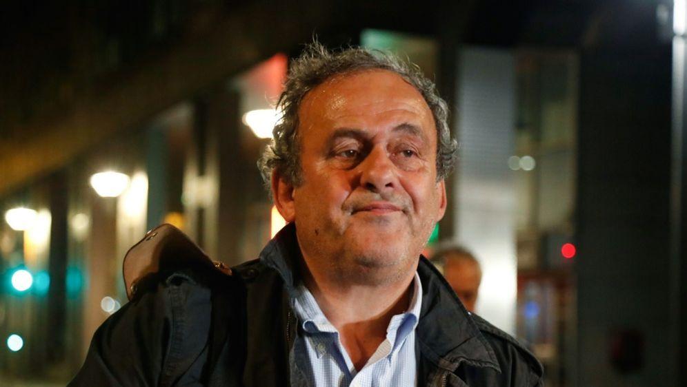 Michael Platini will um Rückzahlungen kämpfen - Bildquelle: AFPSIDZAKARIA ABDELKAFI