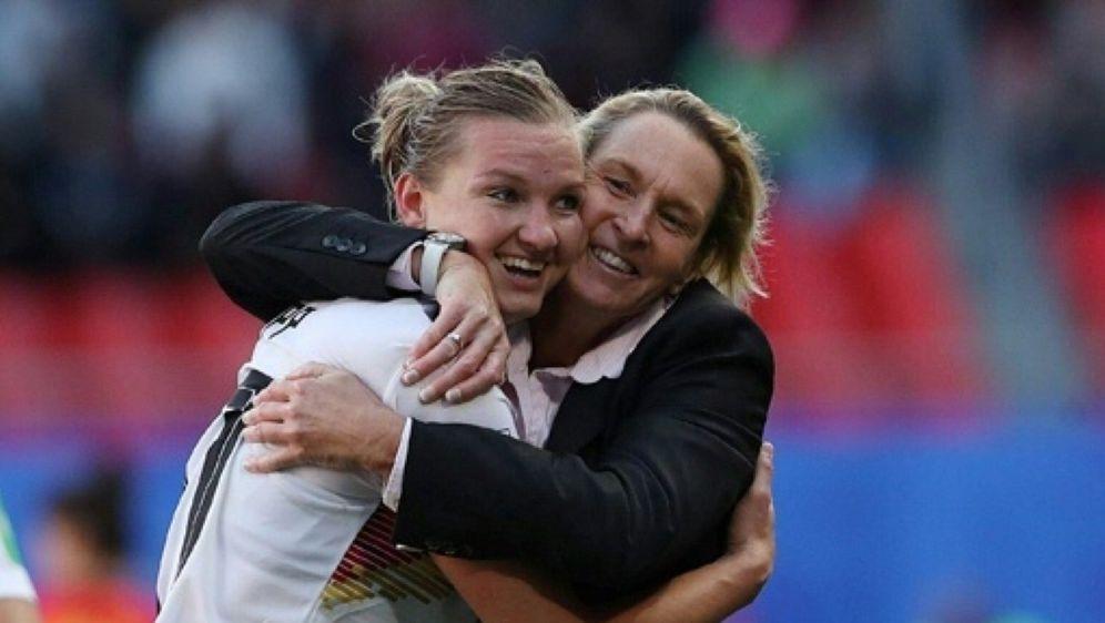 Alexandra Popp traf beim 2:1-Sieg im Wembley-Stadion - Bildquelle: FIROFIROSID