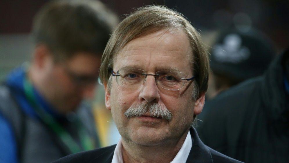 Interimspräsident Koch stellte die neue Ordnung vor - Bildquelle: FIROFIROSID