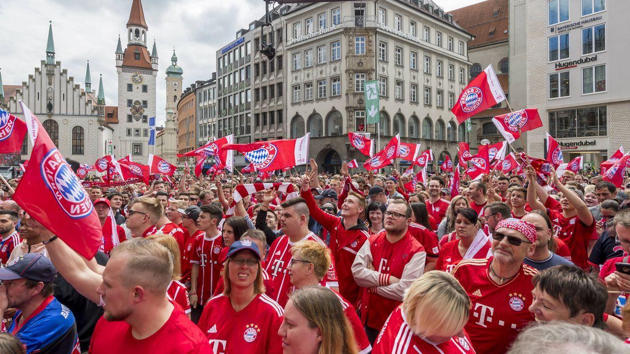 Double und Aufstieg der Amateure: Die Bayern feiern - Bildquelle: imago images / Nordphoto