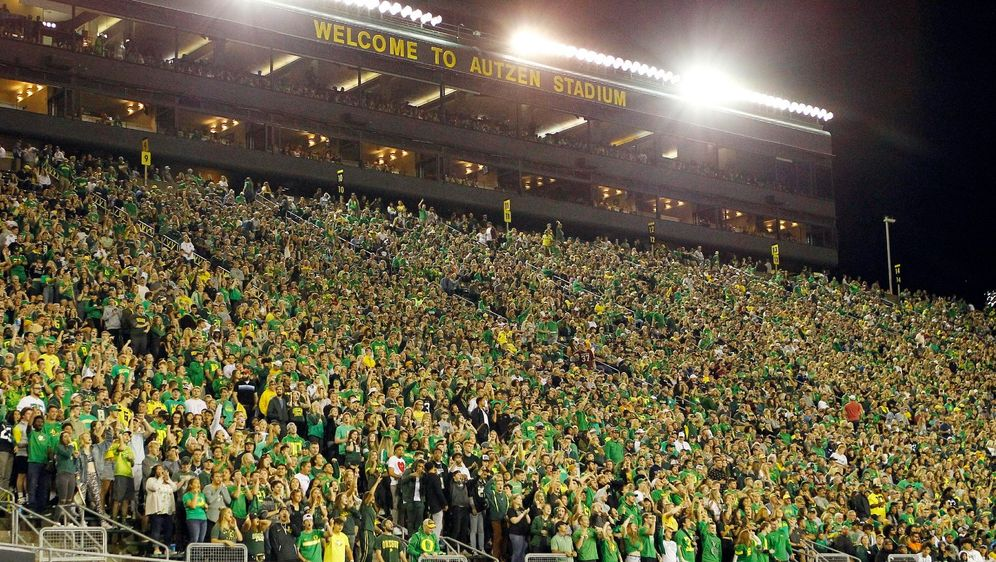 Die Fans der Oregon Ducks dürfen nur noch geimpft oder negativ getestet ins ... - Bildquelle: Imago