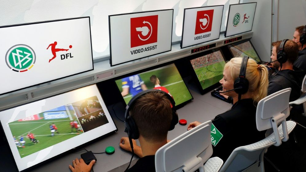 Videobeweis im DFB-Pokal schon ab dem Achtelfinale - Bildquelle: PIXATHLONPIXATHLONSID