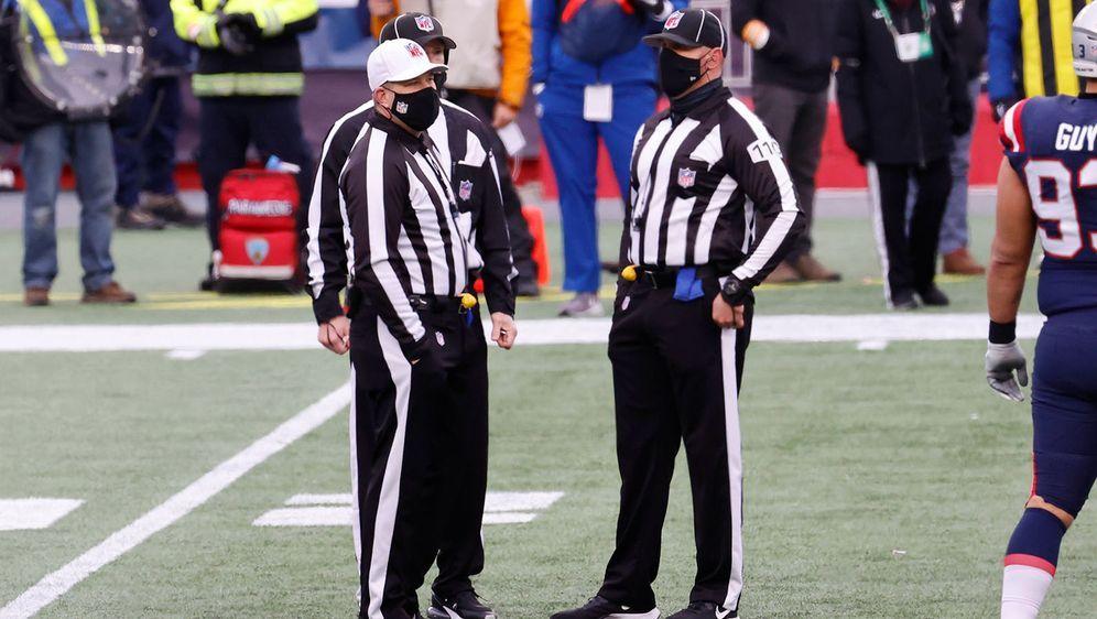 Die NFL-Schiedsrichter erhalten in der kommenden Saison mehr Unterstützung. - Bildquelle: imago images/Icon SMI