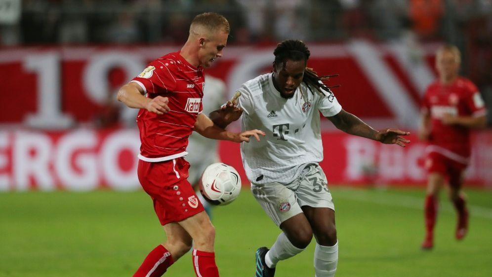 Die Cottbus-Spieler verlangte Bayern München einiges ab - Bildquelle: FIROFIROSID
