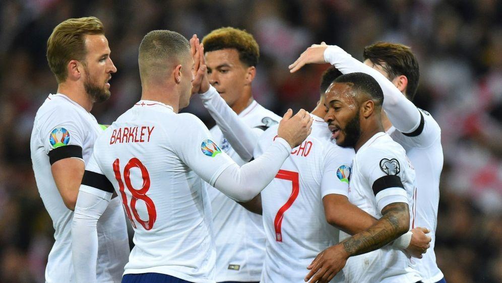 Sterling Uberragt Bei Englands Sieg In Em Quali Gegen Tschechien