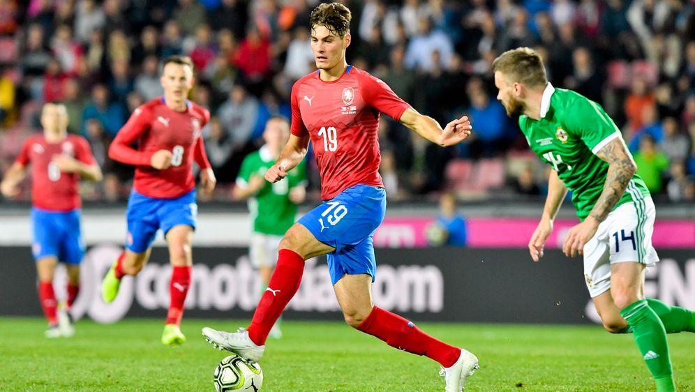 Am Montag treffen Schottland und Tschechien in der Gruppe D aufeinander. Anp... - Bildquelle: imago images/CTK Photo