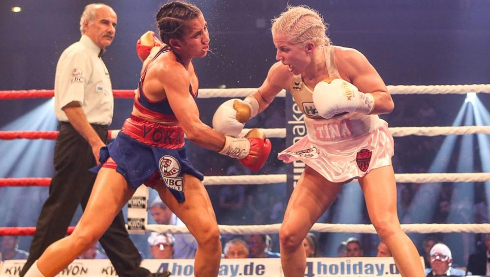 Box-Floh Tina Rupprecht (r.) bringt aktuell 46,7 kg auf die Waage - Bildquelle: Fotografie Buldukoglu