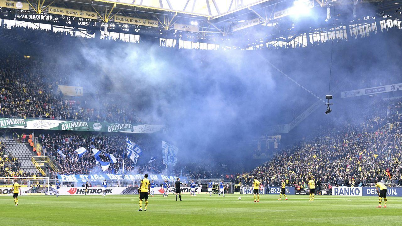 Platz 12: FC Schalke 04 - Bildquelle: imago images / Uwe Kraft