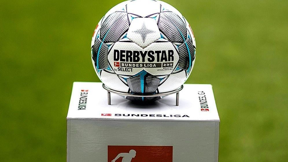 Der neue Spielball der Saison 2019/2020 - Bildquelle: DerbystarDerbystarSID