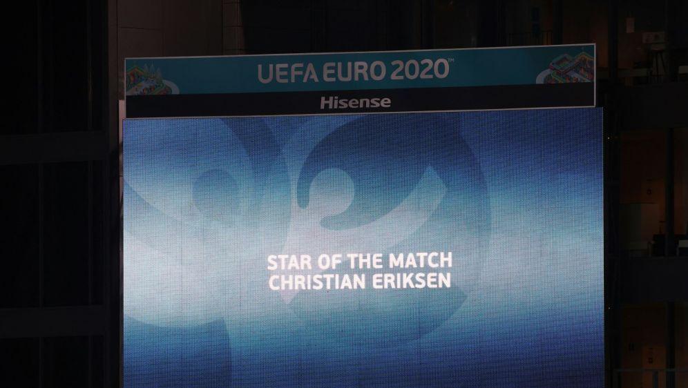 Christian Eriksen wurde nach dem Spiel geehrt - Bildquelle: AFPPOOLSIDWOLFGANG RATTAY