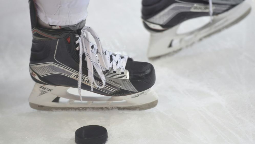 Der 74 Jahre alte Eishockey-Fan ist verstorben - Bildquelle: PIXATHLONPIXATHLONSID