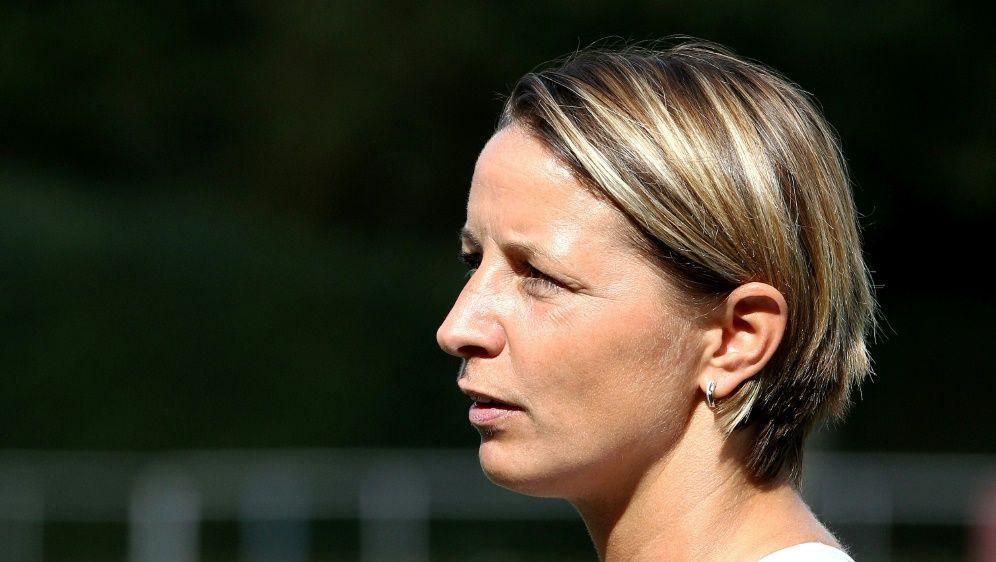 Grings ist von den DFB-Führungsspielerinnen enttäuscht - Bildquelle: FIROFIROSID