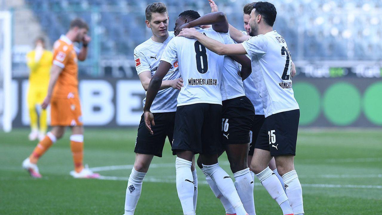 Platz 7: Borussia Mönchengladbach (46 Punkte) - Bildquelle: imago images/Revierfoto