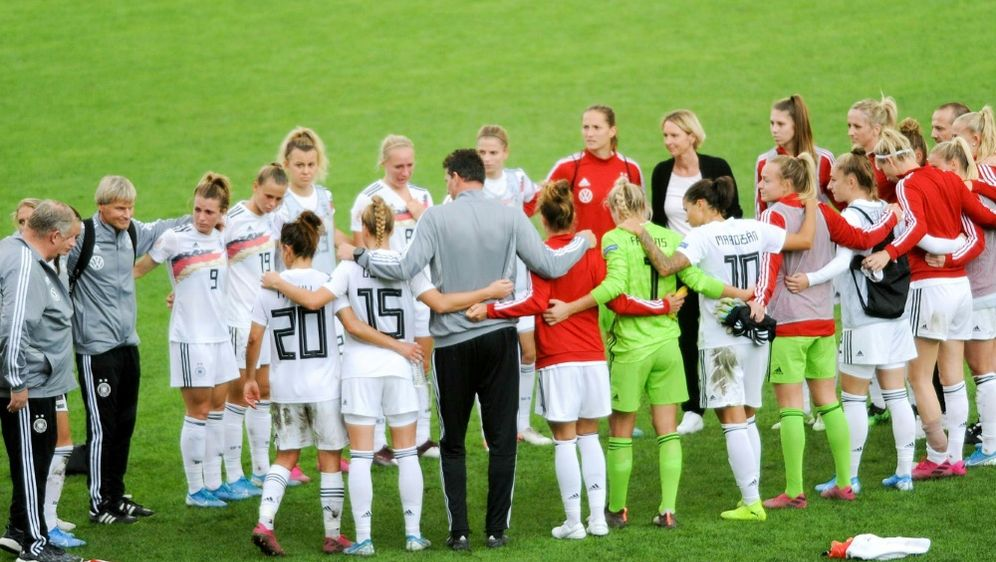Am Freitag trifft das DFB-Team auf Griechenland - Bildquelle: FIROFIROSID