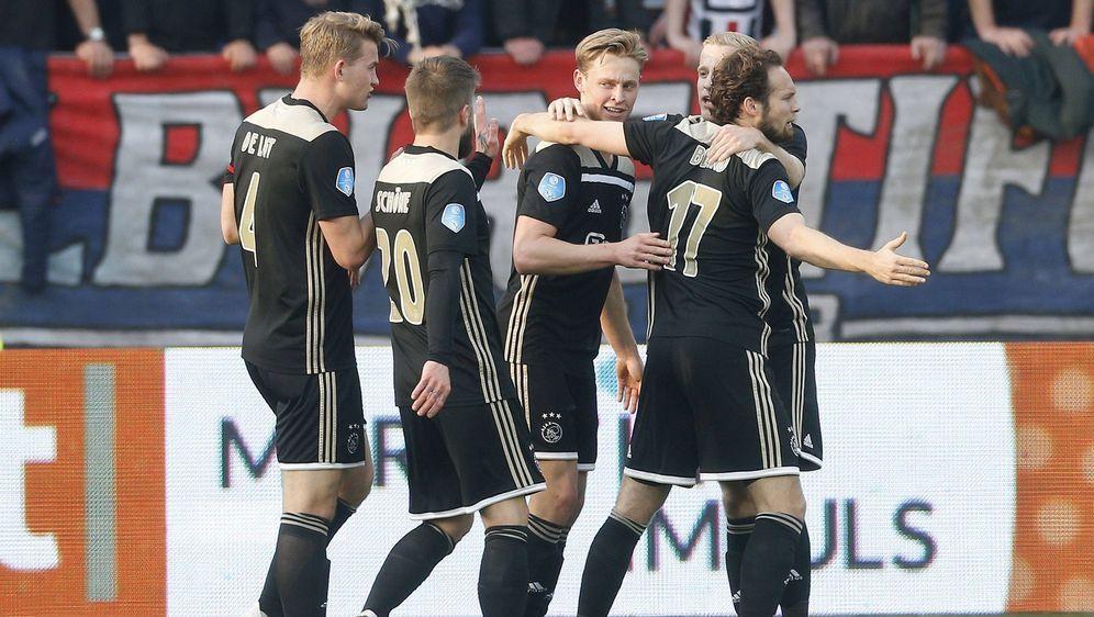 Das Team von Ajax Amsterdam begeistert mit einem Mix aus hochtalentierten un... - Bildquelle: imago