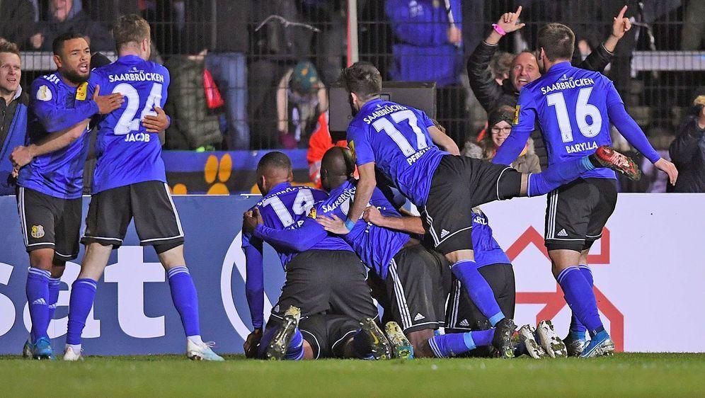 Der 1. FC Saarbrücken erzielte in der 90. Minute den Siegtreffer gegen den 1... - Bildquelle: getty