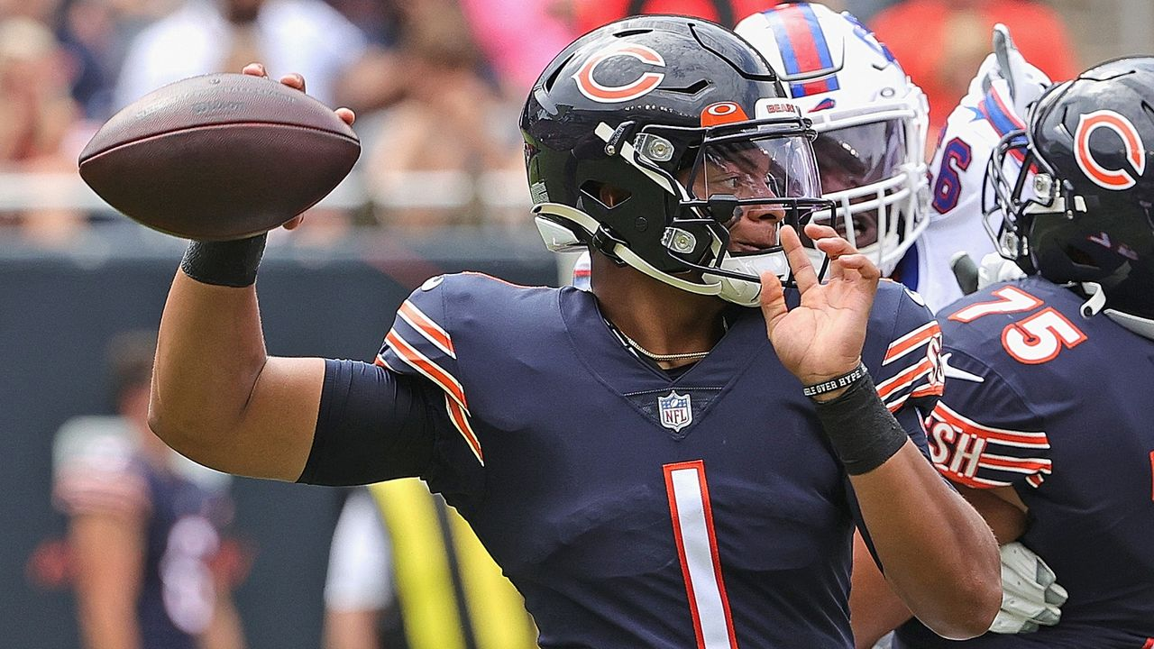 Chicago Bears - Wie geduldig sind die Fans mit Justin Fields auf der Bank? - Bildquelle: 2021 Getty Images
