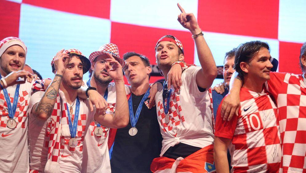 Das Team von Kroatien wird nach seiner Rückkehr von der WM gefeiert. - Bildquelle: Imago