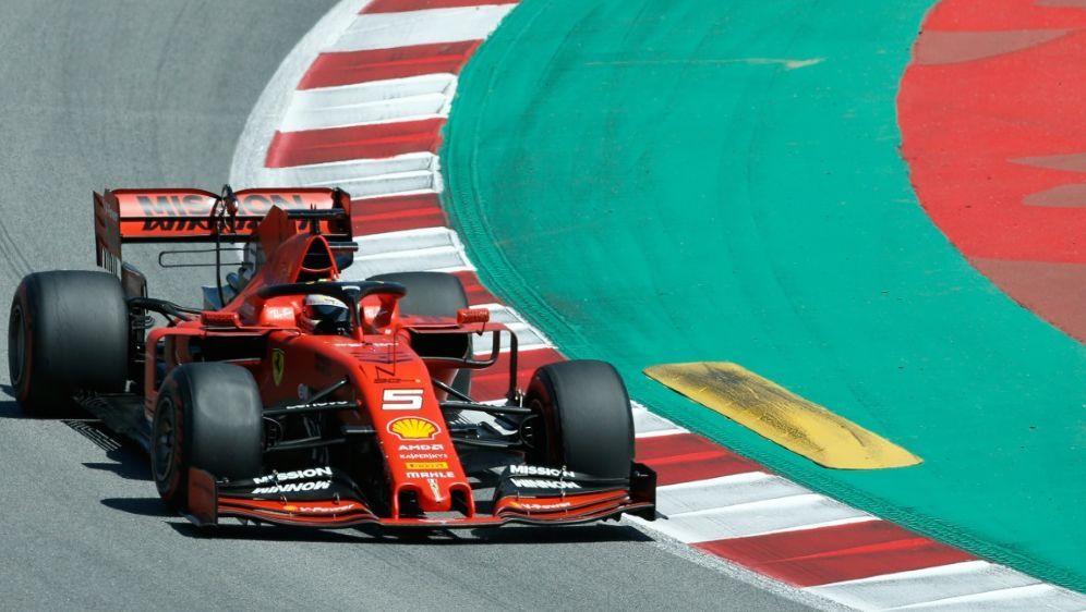 Ohne Siegchance in Barcelona: Sebastian Vettel - Bildquelle: AFPSIDPAU BARRENA