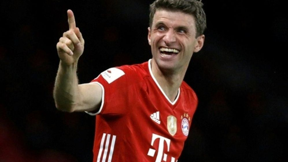 Thomas Müller hat Rekordhalter Philipp Lahm eingeholt - Bildquelle: FIROFIROSID
