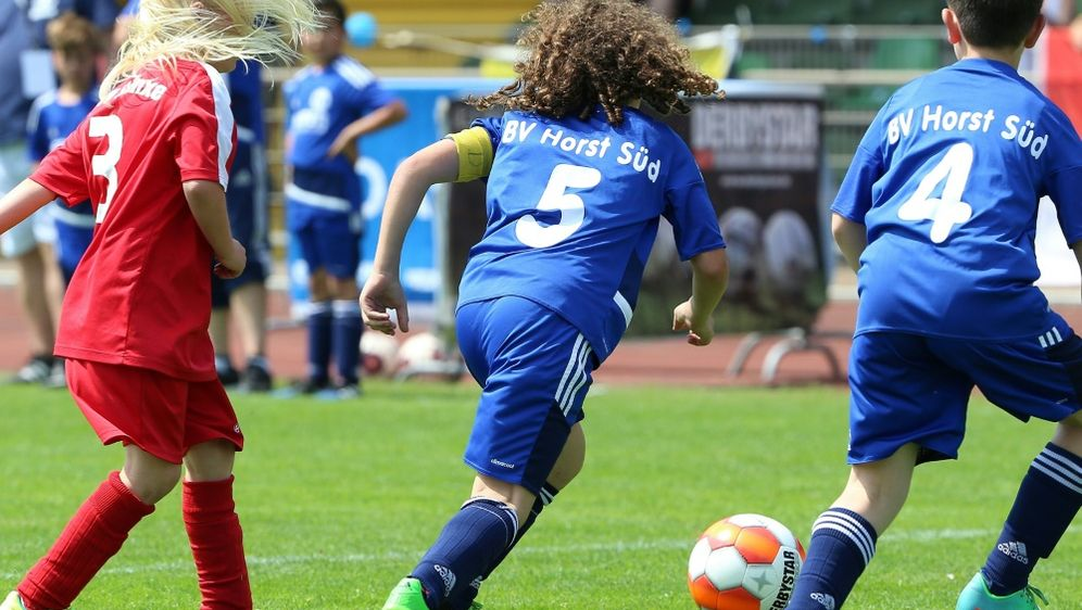 Zivkovic ist Förderin des Frauen- und Mädchenfußballs - Bildquelle: FIROFIROSID
