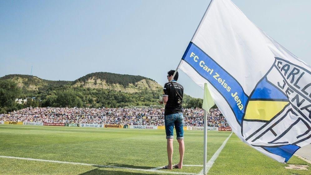 Die Jenaer Fans fielen gegen Cottbus negativ auf - Bildquelle: PIXATHLONPIXATHLONSID