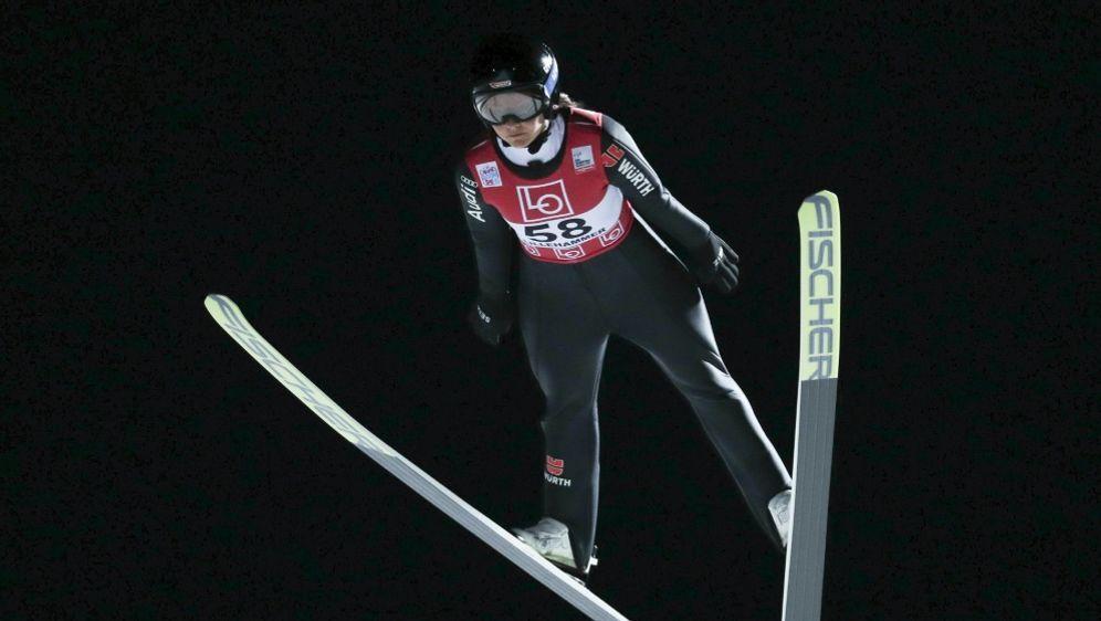 Carina Vogt fliegt auf Platz zwei in Rasnov - Bildquelle: AFPSIDGeir OLSEN
