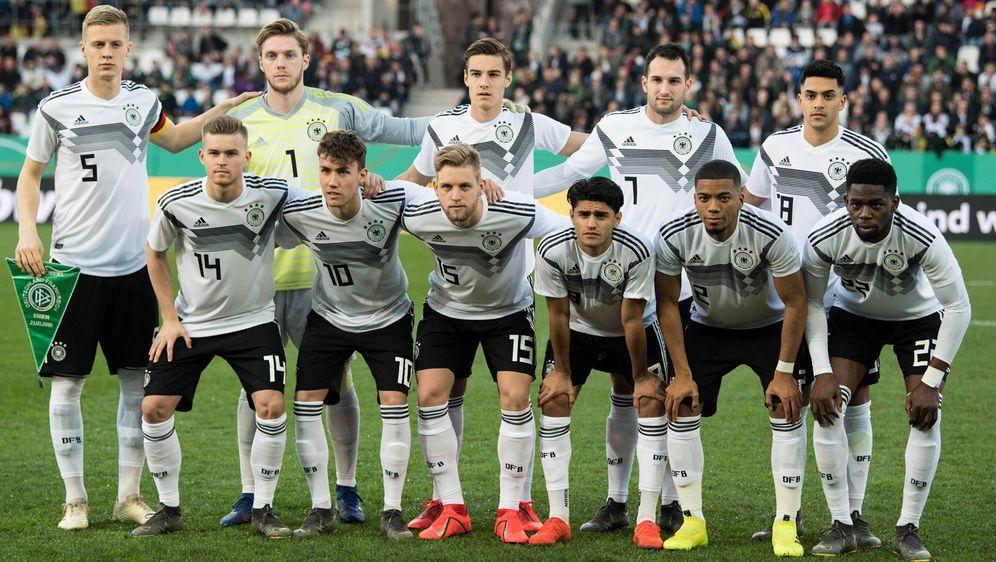 Auf die deutsche U21-Nationalmannschaft wartet in England ein echter Härtete... - Bildquelle: imago