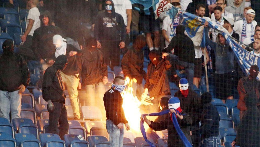 Rostock soll sich von der Aktion der Fans distanzieren - Bildquelle: PIXATHLONPIXATHLONSID