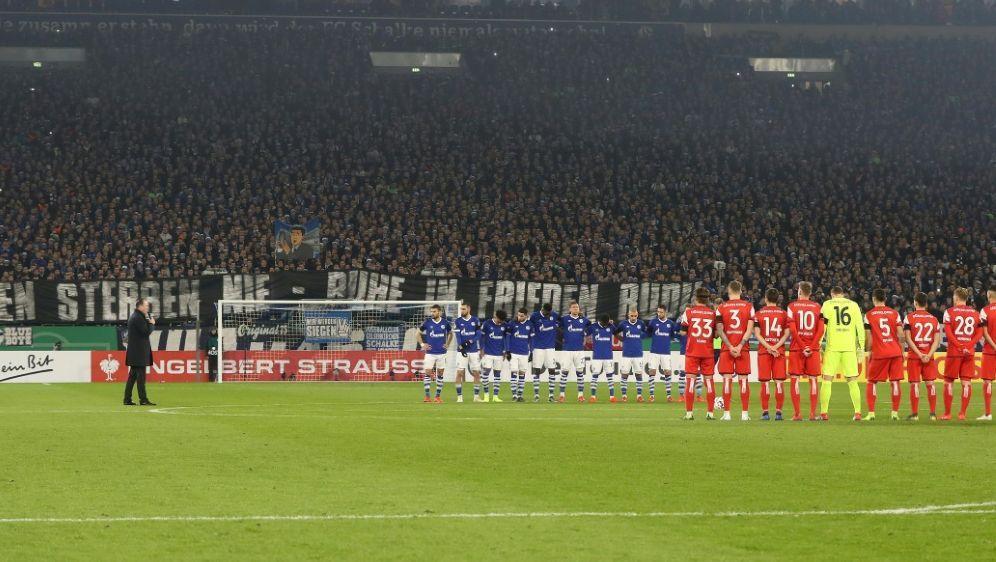 Der deutsche Fußball gedenkt am Wochenende Robert Enke - Bildquelle: FIROFIROSID