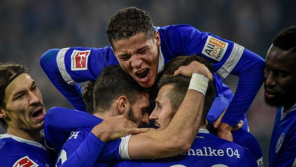 Schalke steht wegen der Schützenhilfe im Achtelfinale - Bildquelle: PIXATHLONPIXATHLONSID