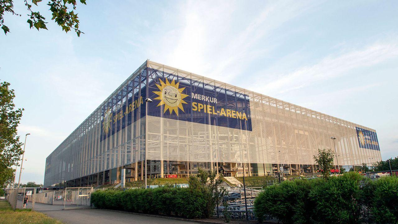 Düsseldorf: Stadion - Bildquelle: imago images/Krystof Kriz