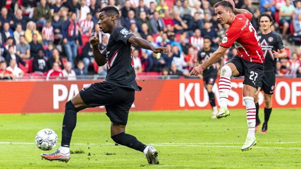 Mario Götze (re.) erzielte das zwischenzeitliche 2:0 für PSV Eindhoven. - Bildquelle: imago images/Pro Shots