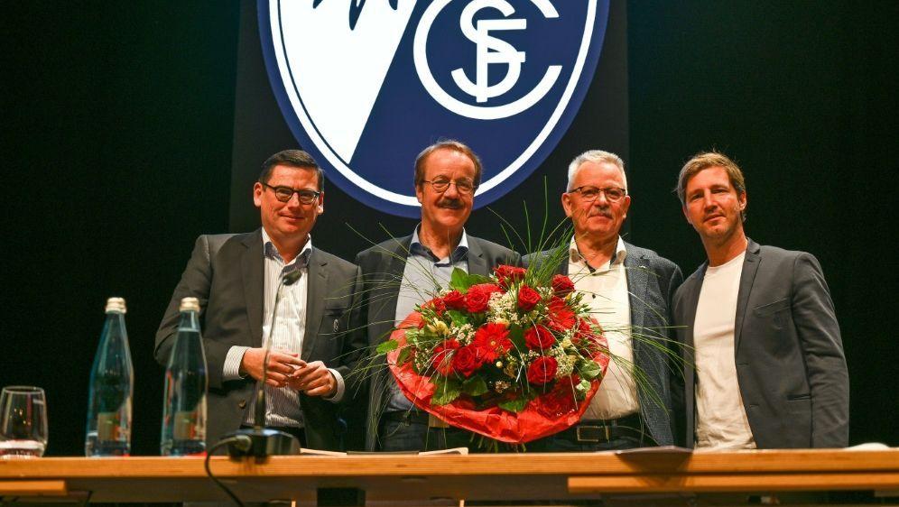 Fugmann (zweiter von l.) ist neuer Präsident des SC - Bildquelle: Stephan Eckenfels/Stephan Eckenfels/SID/