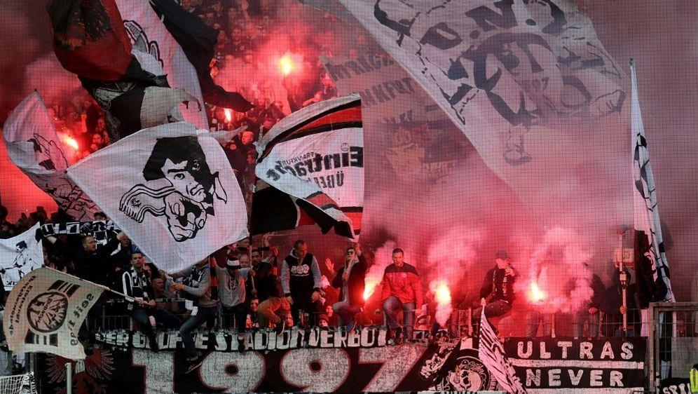 Frankfurt-Fans brannten zweimal Pyrotechnik ab - Bildquelle: PIXATHLONPIXATHLONSID