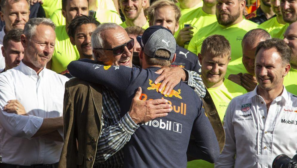 Wenn die FIA Max Verstappen und Dietrich Mateschitz den Sieg in Spielberg we... - Bildquelle: Motorsport Images