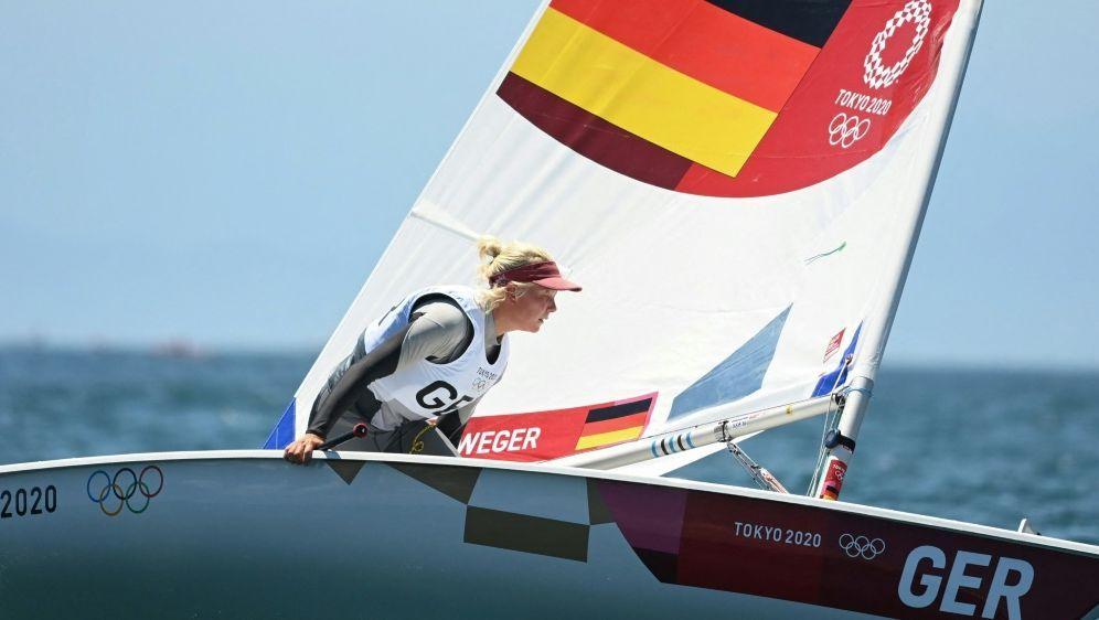 Laser Radial: Svenja Weger gewinnt die zweite Wettfahrt - Bildquelle: AFPSIDPETER PARKS