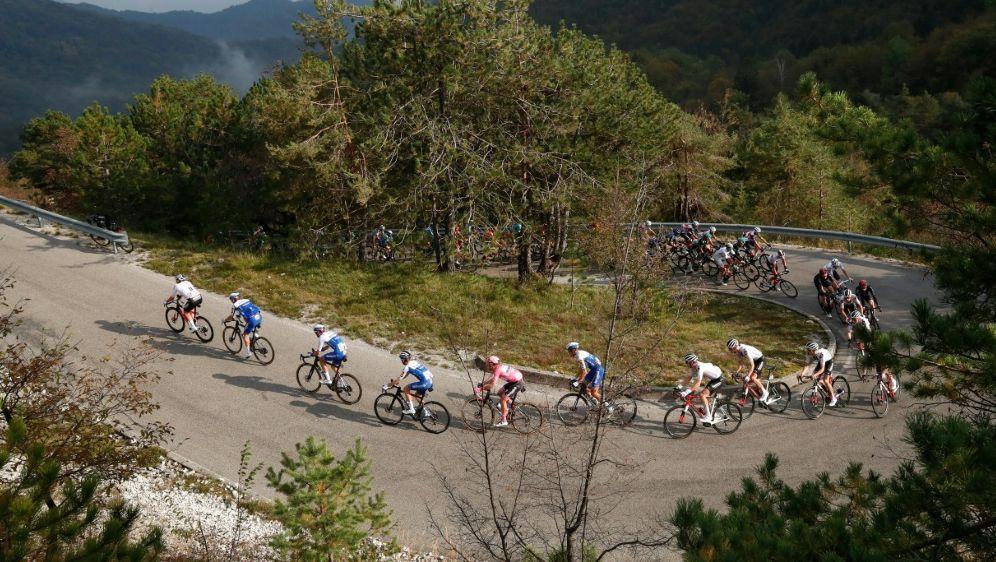 """Giro d'Italia: """"Corona-Blase"""" offenbart erneut Schwächen - Bildquelle: AFPSIDLUCA BETTINI"""